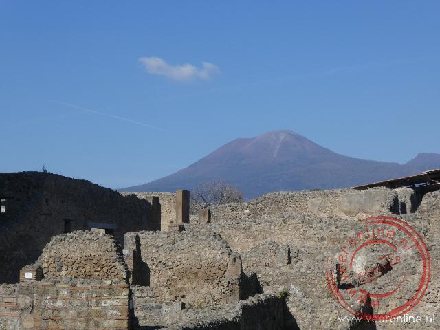 De oude stad Pompeï met de Vesuvius vulkaan op de achtergrond