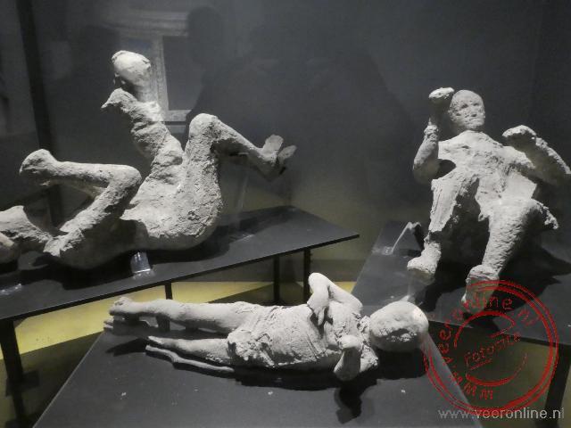 Tijdens de opgravingen zijn mensen in hun oorspronkelijke poses gevonden