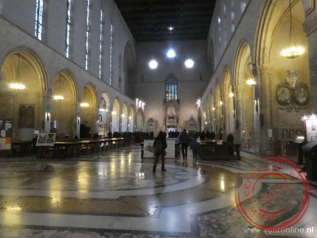 Het interieur van de Santa Chiara kerk