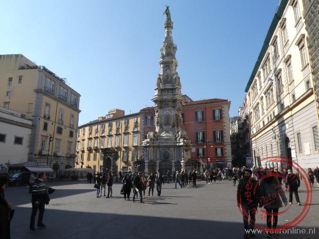 Het gezellige pleintje bij de Santa Chiara en de Gesù Nuovo