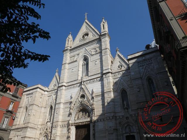 De façade van de kathedraal van Napels