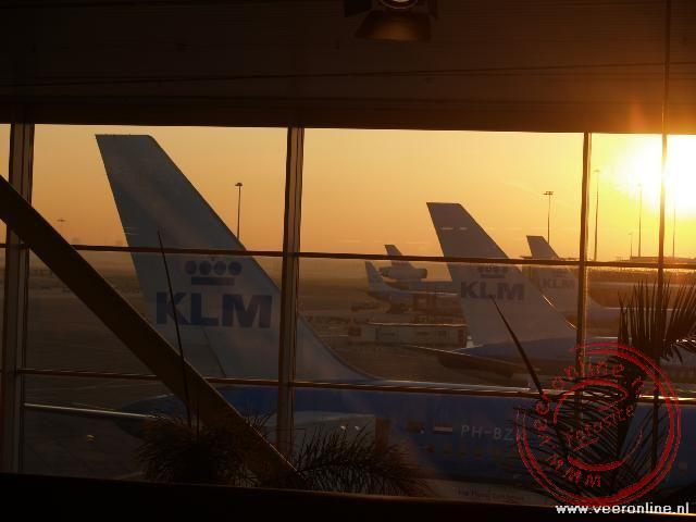De zonsopgang op Schiphol