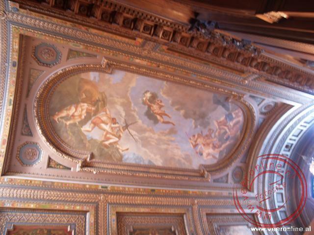 Het fraaie plafond van de Universiteits Bibliotheek
