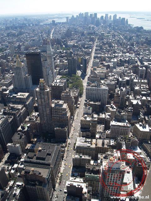 De 5th Avenu loopt in een rechte lijn naar Down Town Manhattan