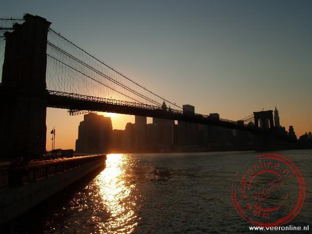 De zonsondergang over Manhattan