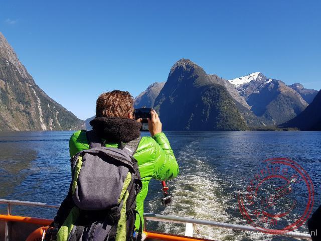 De Mitre Peak is met 1692 meter hoogte de hoogte rots van de Milford Sound