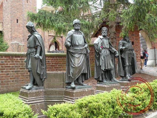 Standbeelden van de grootmeesters van de Duitse Orde