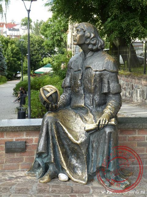 Het standbeeld van de wiskundige Copernicus die vaststelde wanneer de lente precies begint
