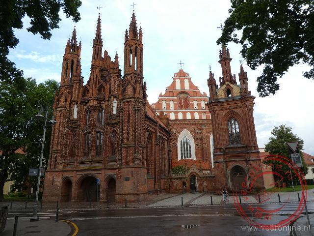 De bakstenen St Annakerk in Vilnius