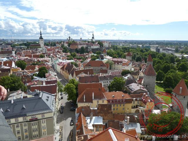Het uitzicht over de oude stad van Tallinn