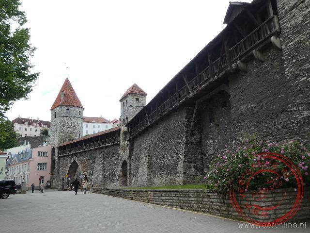 De oude stadsmuur rond Tallinn