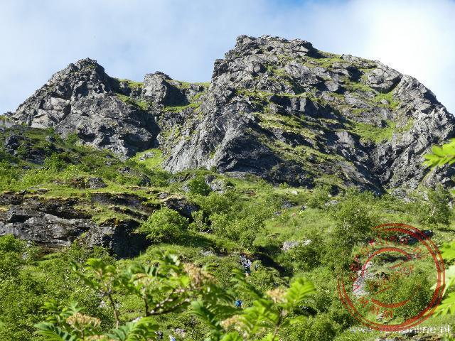 De steile rotspunt Reinebringen biedt een mooi uitzicht op Reine (als je boven komt tenminste)