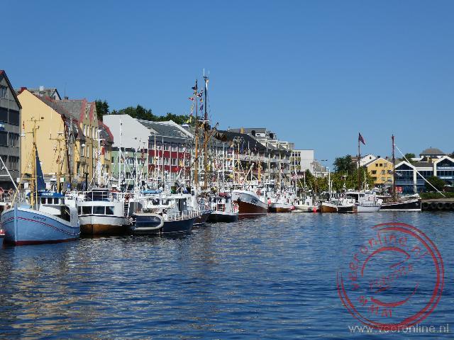 De kleurrijke huizen in de haven van Kristiansund
