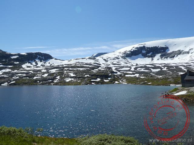 Op oogvlaktes van Noorwegen ligt nog sneeuw
