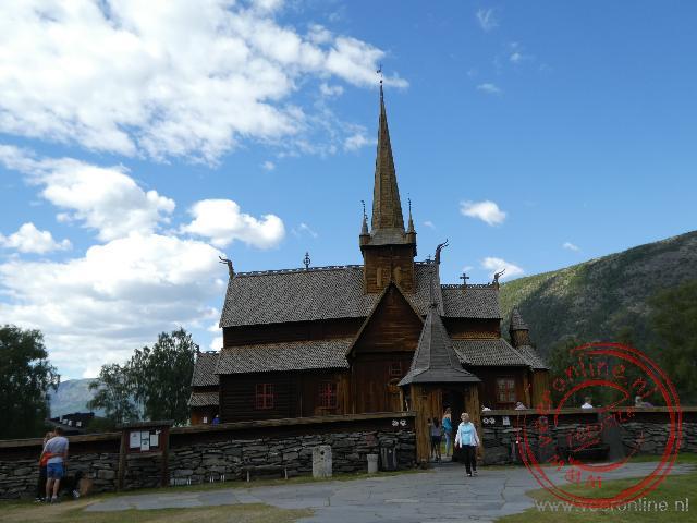 De houten staafkerk van Lom