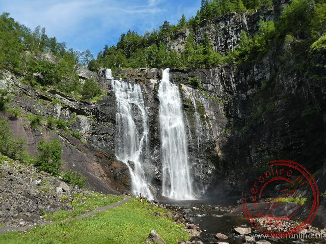 De 150 meter hoge Skjervsfossen waterval