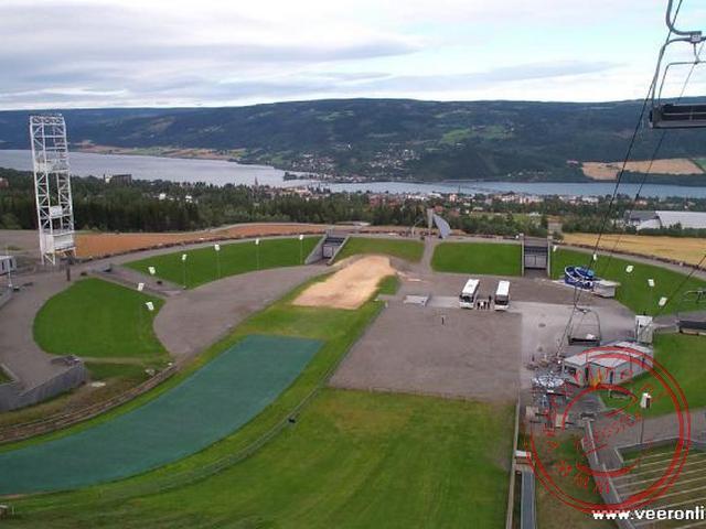 Het uitzicht vanaf de Olympische skischans in Lillehammer