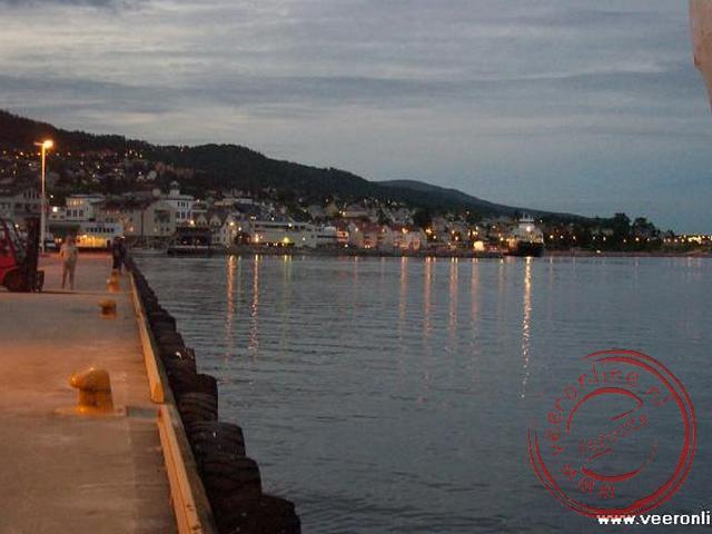 De haven van Molde bij nacht