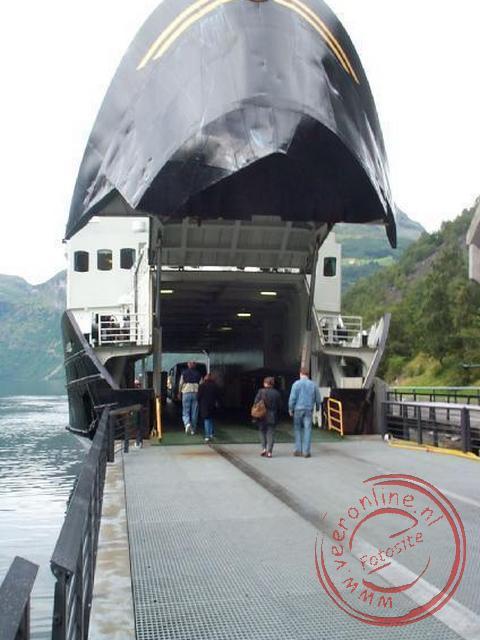 In Geiranger gaan we aan boord van de veerboot