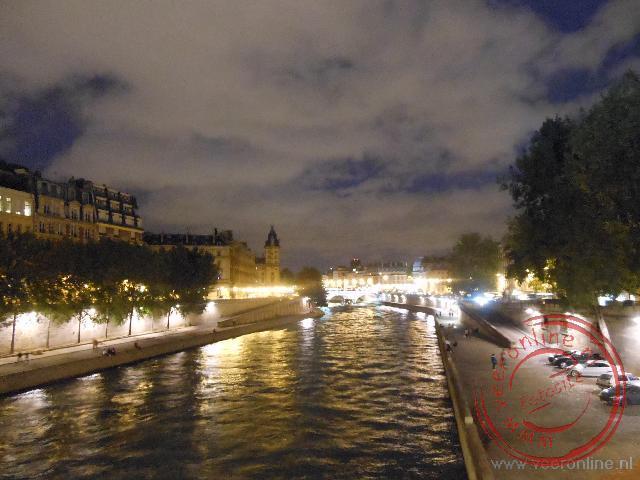 De lampjes branden langs de Seine
