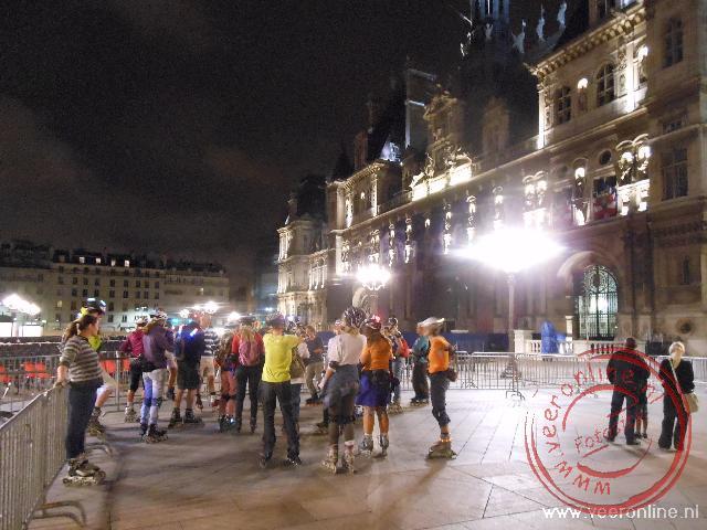 Het verlichte Hotel de Ville in Parijs