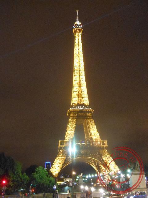 De Eiffeltoren is een baken in de nacht