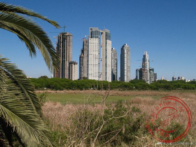 De skyline van het Parque Costanera Sur