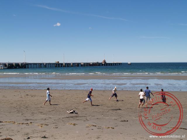 Kinderen spelen op het stand van Puerto Madryn