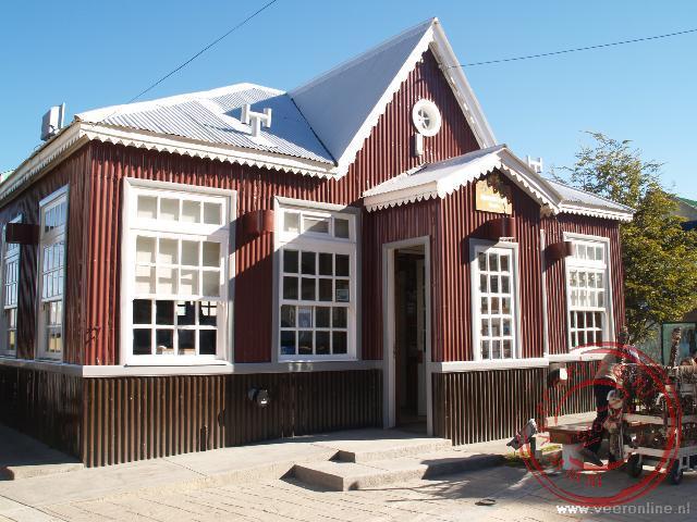 Het Tourist Office bestaat nog uit gekleurde golfplaten.
