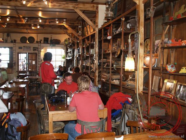 The Old Warehouse is ingericht als museum, bar, restuarant en bakkerij.