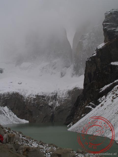 Op de top blijken de Torres del Paine te zijn gehuld in mist en sneeuw
