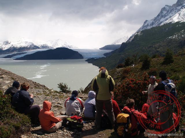 Uitzicht over het meer Lago Grey en op de achtergrond de Grey Gletsjer