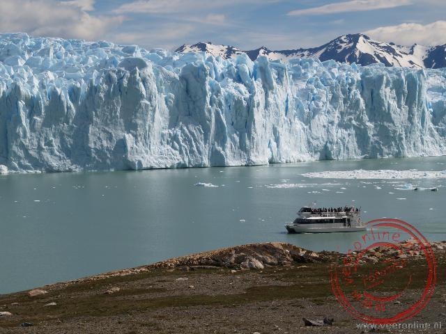 De ijsmuur van de Perito Moreno Gletsjer is op sommige stukken zestig meter hoog