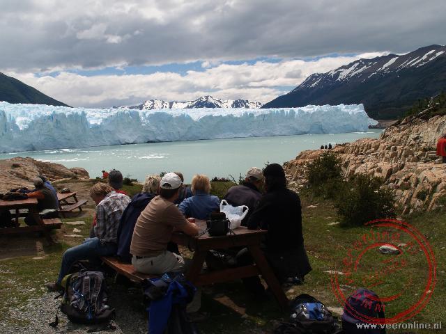 Lunchen met uitzicht op de Perito Moreno Gletsjer in Argentinië