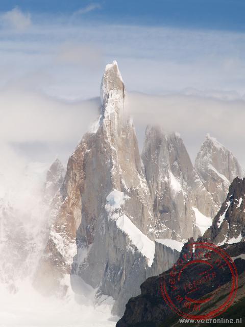De top van Cerro Torre laat zich heel even zien