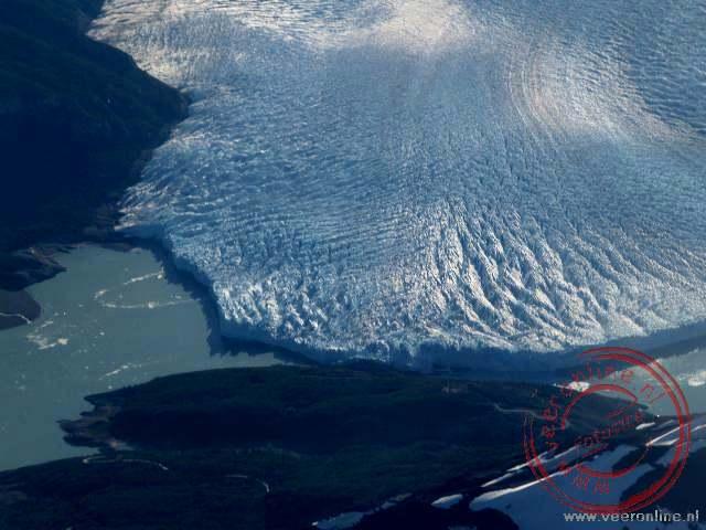 De Perito Mereno gletsjer vanuit de lucht. De piloot van de lijnvlucht was zo aardig om een extra rondje te vliegen boven de gletsjer
