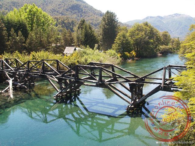 Een oude brug op de zeven meren route