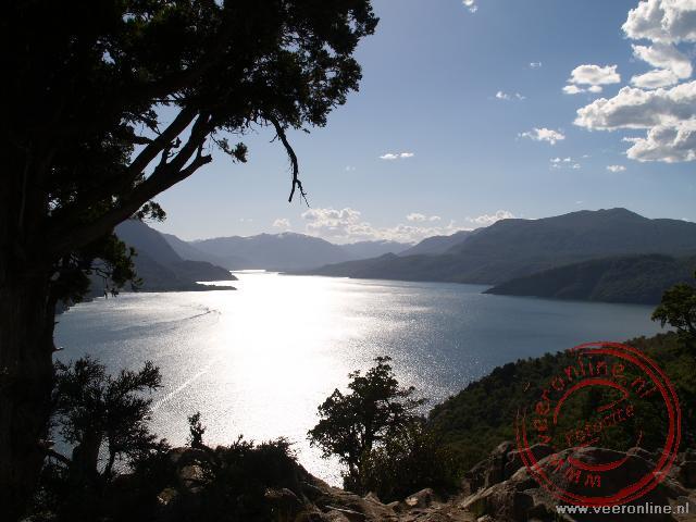 Vanaf het indianenreservaat is er een mooi uitzicht over het Lago Lacar