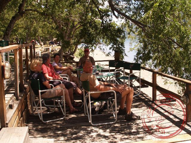 Even rusten op een terrasje aan het Lago Lacar