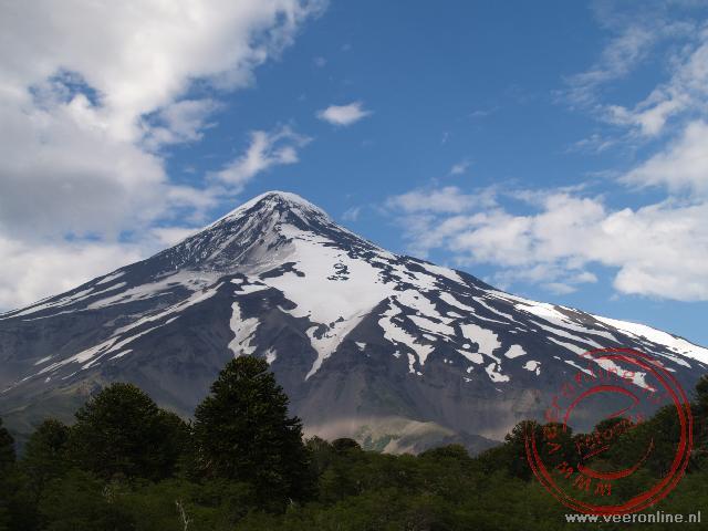 De Lanin Vulcano ligt precies op de grens tussen Chili en Argentinië