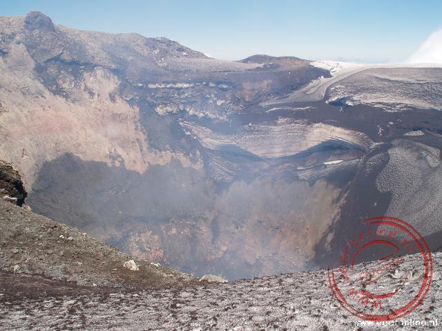 De krater van de nog actieve Villarica vulkaan in Chili