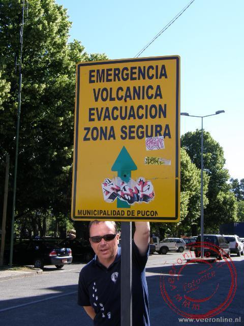 De vluchtroute is aangegeven mocht de Villarica vulkaan tot uitbarsting komen