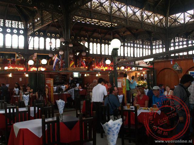 Lucnhen in de vismarkt van Santiago