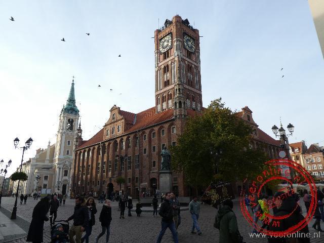 Het stadhuis op het centrale marktplein van Torun