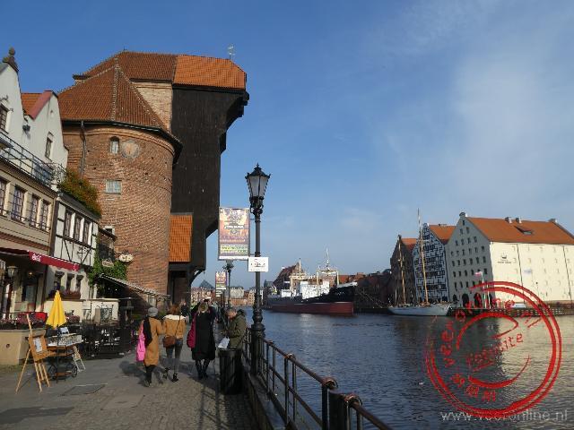 De Middeleeuwse houten kraan is dominant aanwezig in Gdansk