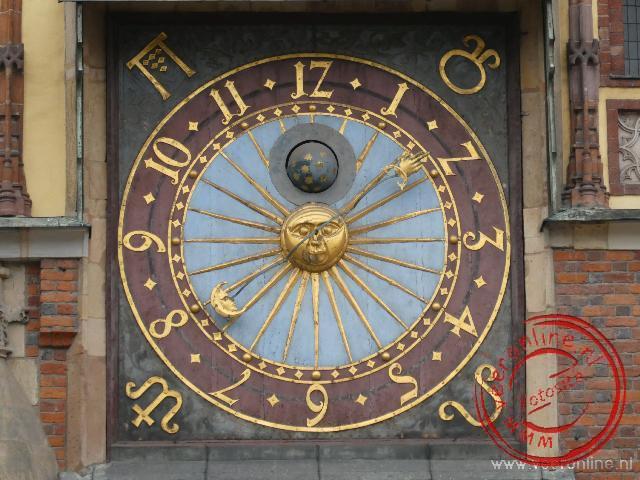 De astronomische klok op de raadhuistoren