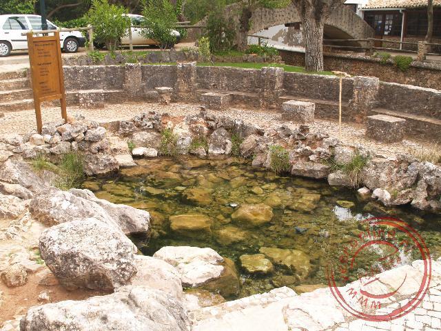 De Fonte Grande (grote bron) in Alte ligt net buiten het dorp
