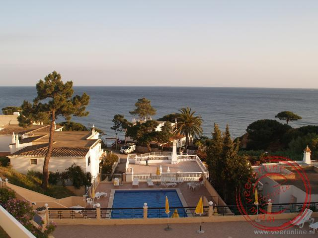 Het uitzicht op zee vanuit ons appartement in Olhos d'Aqua