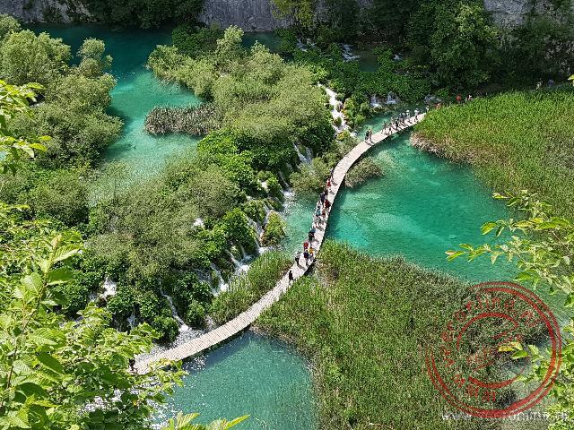 Via loopbruggen kun je de Plitvice meren oversteken