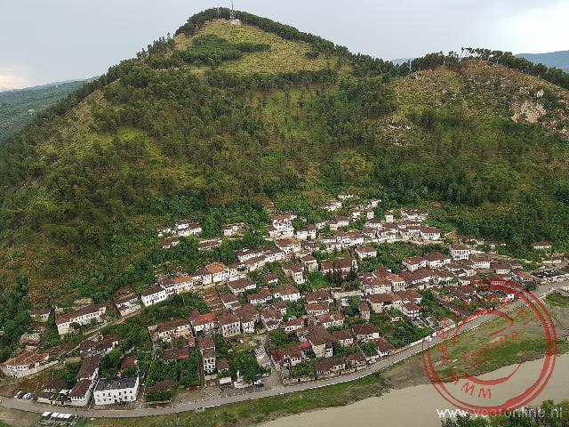 De witte Ottomaanse huizen van Berat